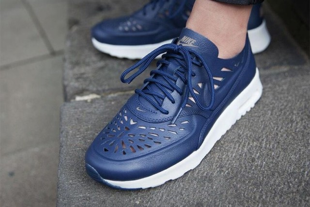 nike-wmns-air-max-thea-joli-midnight-navy-02-780x520